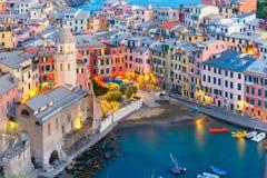 Vernazza bij zonsondergang, Cinque Terre, Ligurië, Italië royalty-vrije stock foto