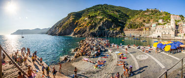 Vernazza, Cinque Terre. L'Italia: Porto Fotografie Stock