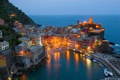 Vernazza Italia en la noche Fotos de archivo