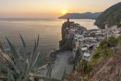 Vernazza by på solnedgången Royaltyfri Bild