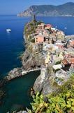 Vernazza, pequeña ciudad del pescador en Cinque Terre Fotos de archivo libres de regalías