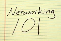 Vernetzung 101 auf einem gelben Kanzleibogenblock Lizenzfreies Stockbild