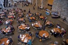 Vernetzungsbereich während der scientifc Konferenz Lizenzfreie Stockfotos