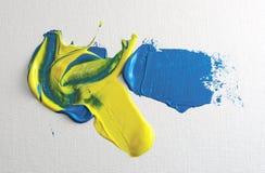 Vernice acrilica blu e gialla Immagini Stock