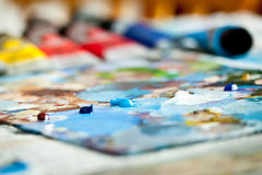 Vernice acrilica sulla gamma di colori Fotografie Stock
