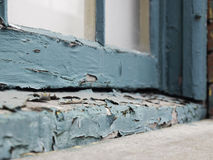 Vernice della sbucciatura sul davanzale della finestra Fotografia Stock Libera da Diritti