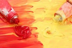 Vernice rossa e gialla dell'artista Fotografia Stock
