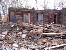 Vernieling van het oude gebouw in Novosibirsk onder de ruïnes stock afbeeldingen