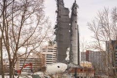 Vernieling van verlaten televisietoren in Ekaterinburg in 24 van Maart 2018 blijft van de vernietigde toren Royalty-vrije Stock Foto's