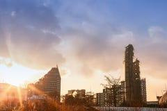 Vernieling van verlaten televisietoren in Ekaterinburg in 24 van Maart 2018 blijft van de vernietigde toren Stock Fotografie