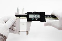 VERNIER digital da calibração com bloco de calibre imagem de stock
