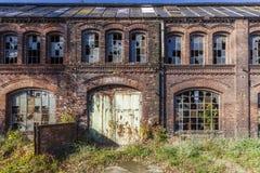 Vernietigd, de historische fabriekszaal Stock Foto's