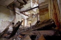 vernietigd huis stock afbeeldingen
