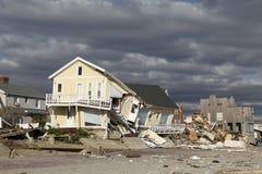 Vernietigd strandhuis in de nasleep van Orkaan Zandig in Verre Rockaway, NY Royalty-vrije Stock Fotografie