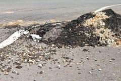 Vernietigde asfaltoppervlakte Stock Foto's