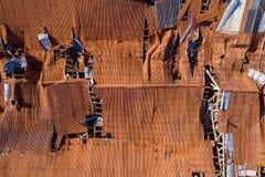 Vernietigde dakachtergrond Stock Foto's