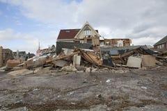 Vernietigde huizen in Verre Rockaway stock foto's