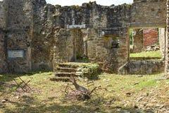 Vernietigde keuken of ruimte in het huis tijdens Wereldoorlog 2 in oradour-sur-Glane royalty-vrije stock fotografie