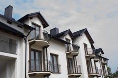 Vernieuw flats in Europen-stad stock afbeelding