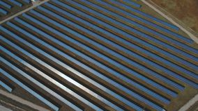 Vernieuwbare zonne-energie Geschoten op Hommel stock video