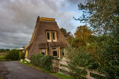 Vernieuwde Nederlandse windmolen zonder zeilen royalty-vrije stock foto