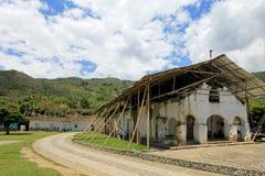 Vernieuwing en steun van oude kerk in San Andres De Pisimbala, Colombia stock foto