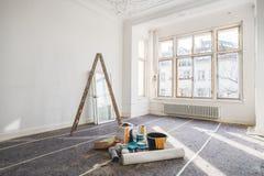Vernieuwingsconcept - ruimte in de oude bouw tijdens restauratie stock foto