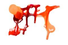 Vernis à ongles coloré renversé sur le fond blanc taches rouges et jaunes de peinture Images stock