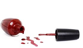 Vernis à ongles rouge à la mode sur le blanc Photographie stock