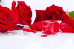 Vernis de clou rouge élégant dans une bouteille élégante Photos libres de droits