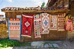 Vernissage rural de la alfombra en Bulgaria foto de archivo libre de regalías