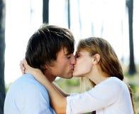 Vero bacio di amore Immagini Stock