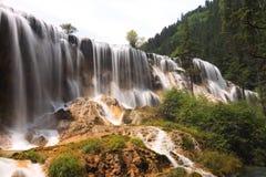 Verão do vale do jiuzhai da cachoeira do banco de areia da pérola Fotos de Stock