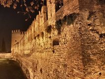 Verona& x27的大墙壁; s城堡 库存照片