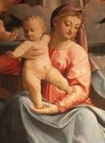 Verona - detalj från målning av heliga Mary med barnet av Francesco Torbido från kyrkliga San Fermo Maggiore Arkivbild