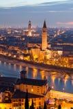Verona en la noche Foto de archivo libre de regalías