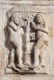 Verona - Entlastung von Adam und von Eva von der Fassade von Romanesque Basilika San Zeno Lizenzfreie Stockbilder