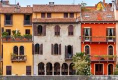 verona Fassaden der alten Häuser Lizenzfreie Stockfotografie