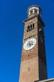 VERONA, ITÁLIA - 24 DE MARÇO: Vista da torre de Lamberti em Verona Fotografia de Stock Royalty Free