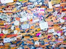Verona, Itália - 22 de setembro de 2014: Os amantes muram em verona Itália, grande parede dos grafittis em cima dos grafittis Imagem de Stock