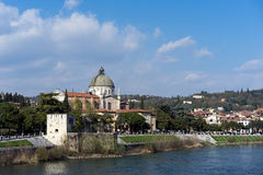 VERONA, ITALIË - MAART 24: Mening van San Giorgio in Braida-Kerk Stock Fotografie