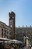 VERONA, ITALIA - 24 DE MARZO: La torre de Gardello en Verona Italy encendido Imagen de archivo