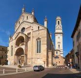 VERONA ITALIEN - AUGUSTI 17, 2017: Domkyrka av Verona One av de huvudsakliga stadskyrkorna som resas upp i spartansk romansk stil Arkivbilder