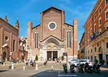 VERONA ITALIEN - AUGUSTI 17, 2017: Kyrka av St Anastasia - gotisk basilika Royaltyfria Bilder