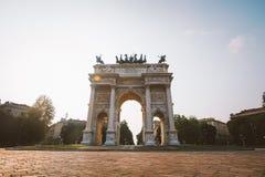 Verona Italien Juli 13 2013: Bågen av fred i Sempione parkerar, Milan, Lombardy, Italien Arco dellahastighet aka Porta Sempione i arkivbilder