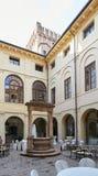 Verona Italien - Juli 12, 2017: Slott Bevilacqua: inre av det historiska hotellet nära Verona Fotografering för Bildbyråer