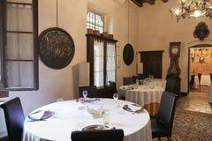Verona Italien - Juli 12, 2017: Slott Bevilacqua: inre av det historiska hotellet nära Verona Arkivbilder