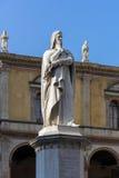 VERONA, ITALIEN - 24. MÄRZ: Monument zu Dante in Plaza Del Signor Lizenzfreie Stockbilder
