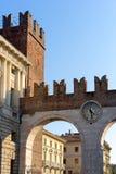 VERONA ITALIEN - MARS 24: Port för forntida stad av Verona i Italien Royaltyfria Foton