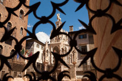 Verona Italien, Scaliger gravvalv, gotisk arkitektur på bakgrunden av blå himmel Fotografering för Bildbyråer